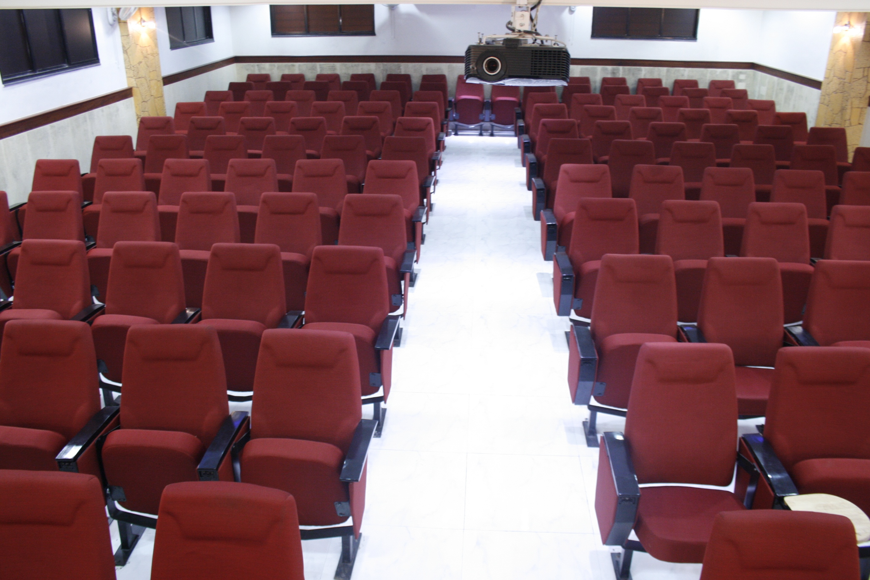 Hi-Tech_Hall_for_Seminars,_Lectures,_Group_Discussions,_(Azam_Campus)_(1)