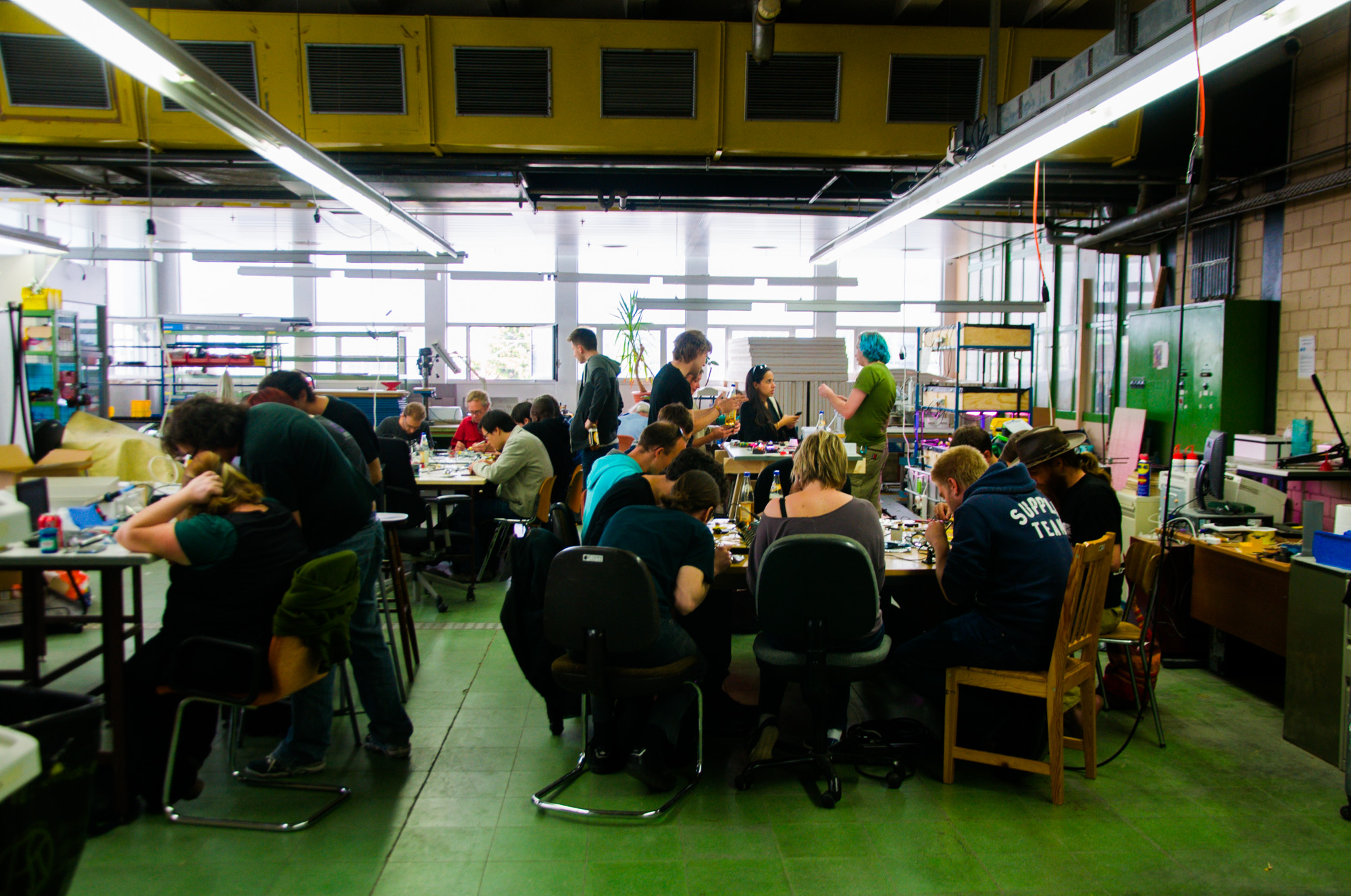 Solder_workshop_at_FIXME_Hackerspace,_Renens,_Lausanne_(2015-05-23_06.25.10_by_Mitch_Altman)